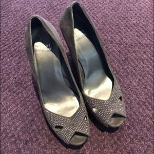 Stuart Weizmann Gray Peep Toe pumps